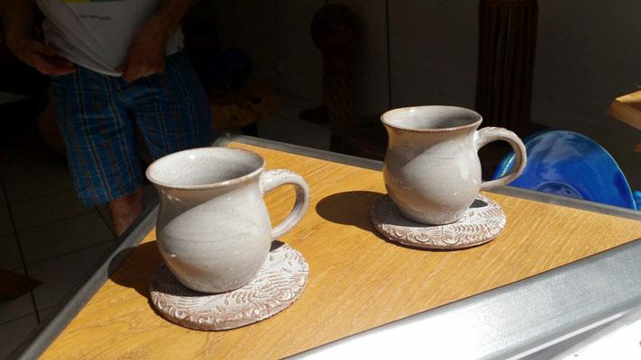 unsere Keramik inmitten von Möbel und Klavierkunst von Andi Berner