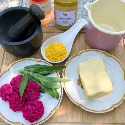 Die Zutaten für den Rosen-Salbei-Balsam