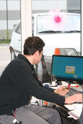 Auftragsannahme in unserer freien Autowerkstatt in Rutesheim bei Leonberg.