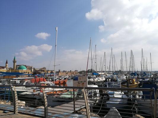 Die Boote schaukeln im Hafen, ich bin im Urlaub