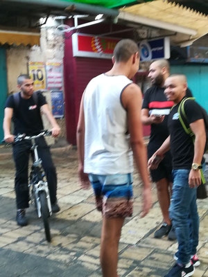 Jungs in der Altstadt