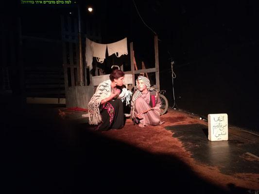 Die Beduinen spielen die Geschichte eines Konflikts zwischen zwei Brüdern