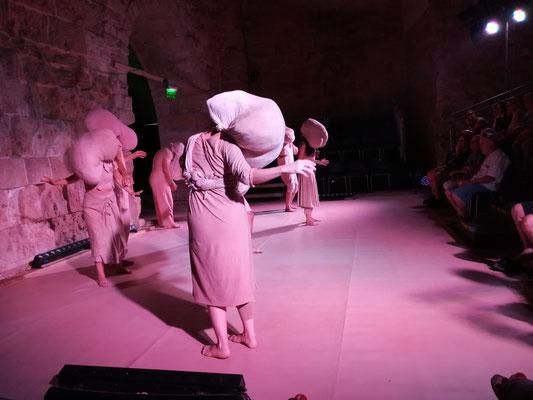 Tanztheater zum Thema Flucht und Vertreibung
