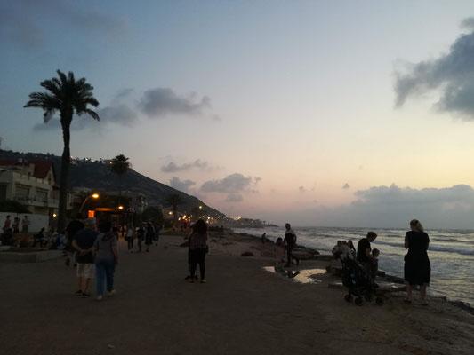 Hier am Strand ist herrliches Multikulti, wie überall in Haifa