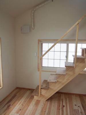 階段は時間があるときに踏板、手摺なども今後かっこよくしたい。