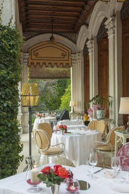 dining extarnal © Villa Feltrinelli