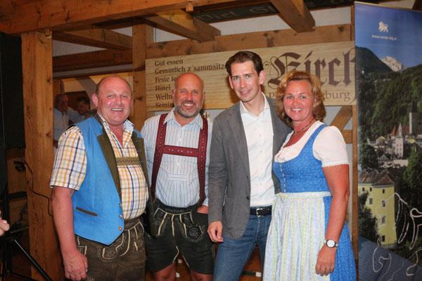 Foto mit Sebastian Kurz beim Kirchenwirt (c) Barbara Gerber