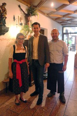 Regina und Christian vom Kirchenwirt mit Sebastian Kurz (c) Barbara Gerber