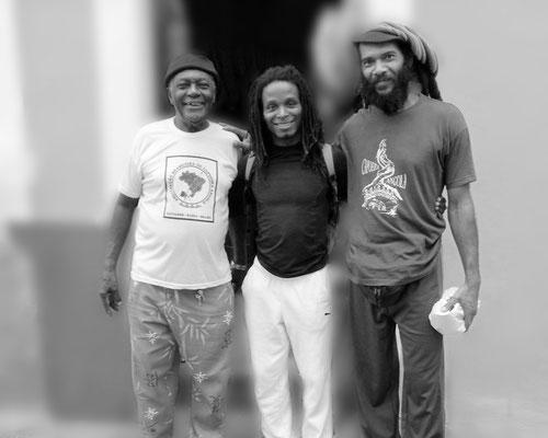 Gatinho Angola Com os Mestres Pelé (Mestre Bugalho) e Ciro Rasta (João Pequeno) na frente da ABCA