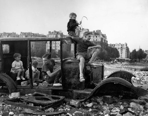 1944 - Porte d'Orléans - Robert Doisneau