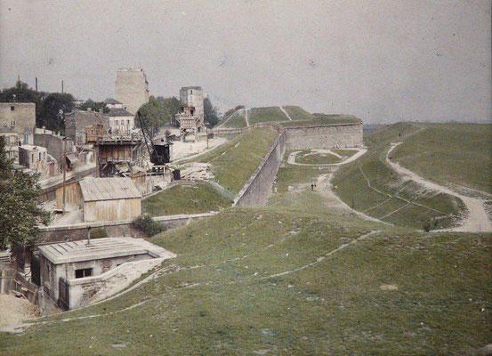 1914 - Porte du Pré Saint Gervais - Autochrome de Stéphane Passet - Musée Albert Kahn