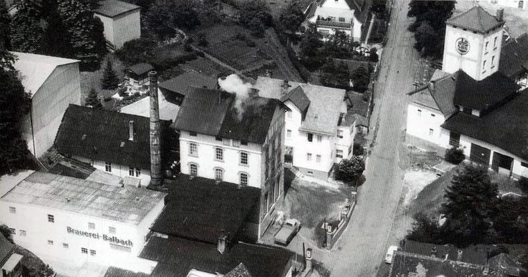 Die Brauerei Balbach im Luftbild um 1960