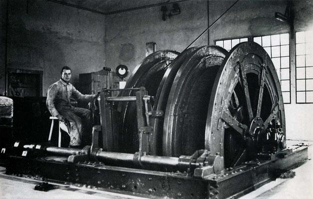 Fördermaschine der Grube laufender Stein, um 1937 (Eisenerzbergbau in Hessen Abb. 334a)