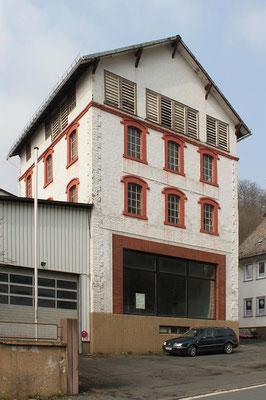 Das Hauptgebäude der Brauerei, Zustand April 2012. Das große Fenster im Erdgeschoss ermöglichte einen Blick in den Sudraum.
