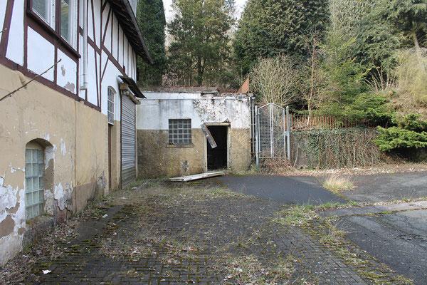 Seitlicher Kellereingang nördlich des Hauptgebäudes