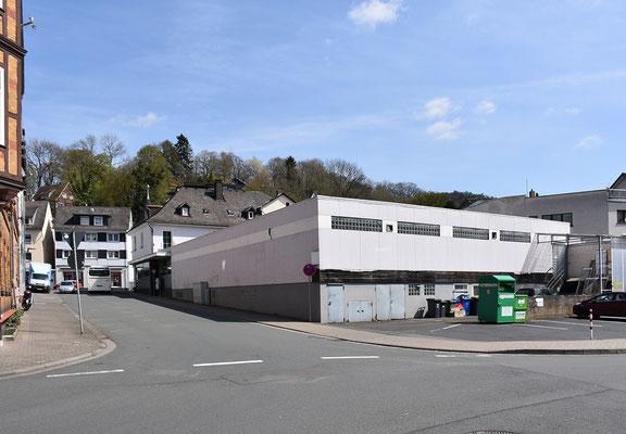 Jüngerer hallenartiger Zweckbau an Stelle der ehemaligen Seifenfabrik, Aufnahme April 2017