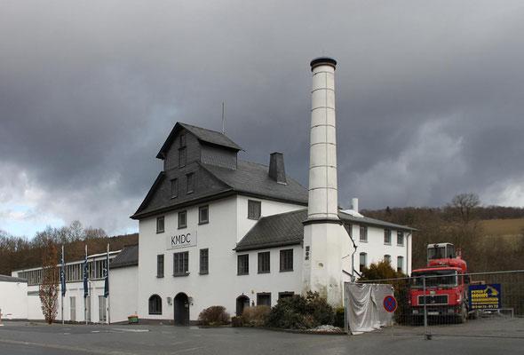 Das Verwaltungs- und Lagergebäude der Audenschmiede mit dem Schornstein von 1858