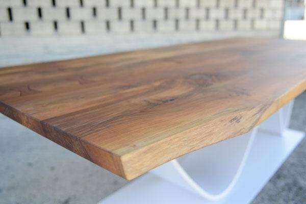 Detailaufnahme von einer Tischplatte