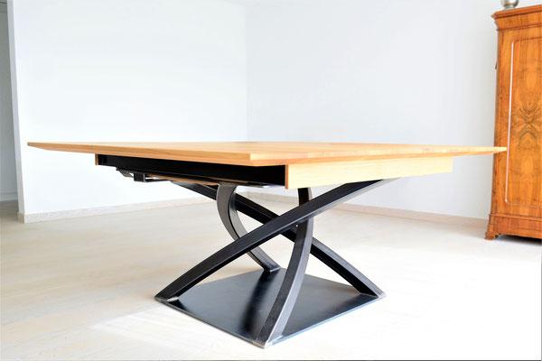 Quadratischer Tisch, Tischplatte aus Holz, Tischbein aus Stahl