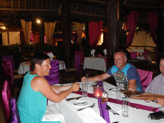Restaurant am Abend im Breezes Beach Club Zanzibar