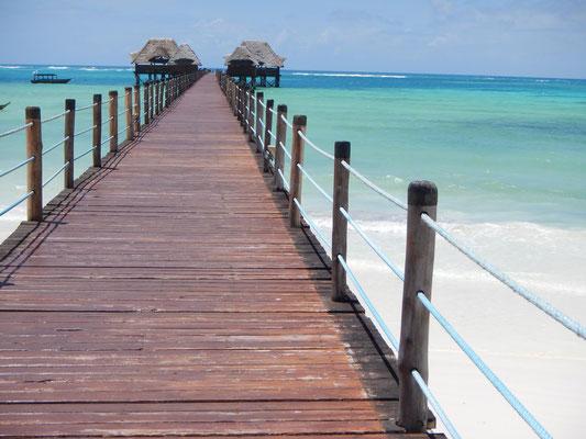 am Strand von Zanzibar