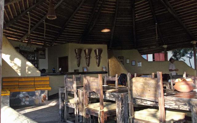 Speiseraum und Bar / Dining room and bar