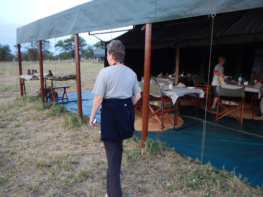 Speisezelt im Serengeti View Camp / Dining tent in the Serengeti View Camp