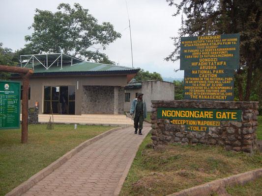 Eingang Arusha NP / Gate Arusha NP