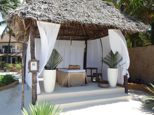 Massage am Strand im Breezes Beach Club Zanzibar