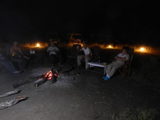 Lagerfeuer im Serengeti Heritage Camp / Campfire in Serengeti Heritage Camp
