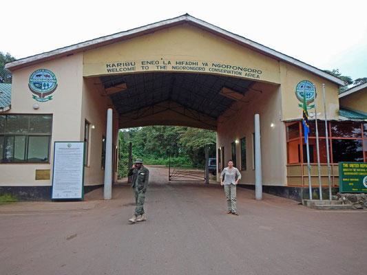 Ngorongoro Area Eingang / Ngorongoro area gate