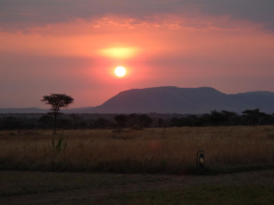 Sonnenuntergang vom Serengeti Heritage Camp / Sunset from the Serengeti Heritage Camp