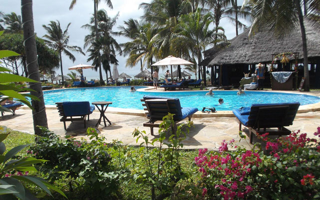 Pool im Breezes Beach Club and Spa Hotel Zanzibar