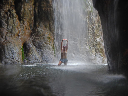 Baden unterm Wasserfall / Bathing under the waterfall