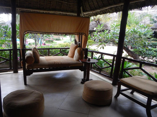 Lounge im Breezes Beach Club Zanzibar