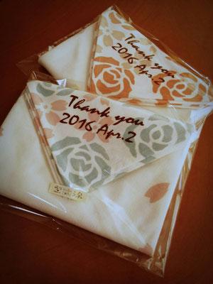婚礼の引き出物を包むお風呂敷。型紙から染め上がりまでのオーダー。