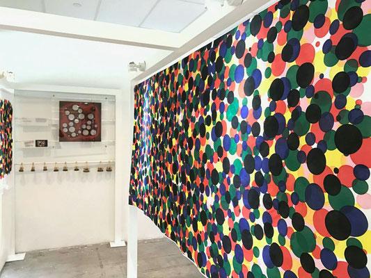 「KYO」プロジェクト展示風景。染めは和更紗の染師、中野史朗氏。