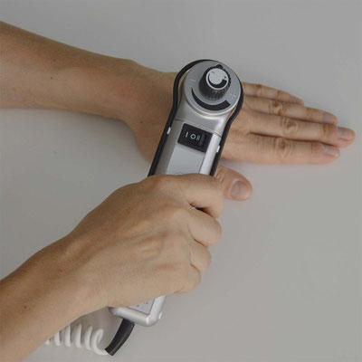 Ergotherapie - Behandlung mit Vibrationen zur Förderung von Tiefenwahrnehmung, Muskelentspannung und Durchblutung