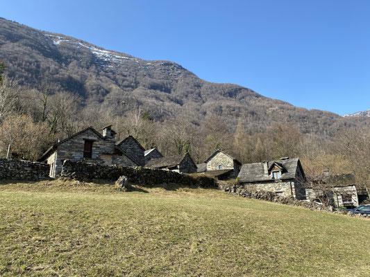 Von Dorf zu Dorf im Maggiatal