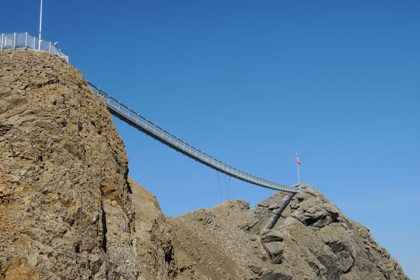 Von Col du Pillon geht es mit der Seilbahn zum Glacier 3000