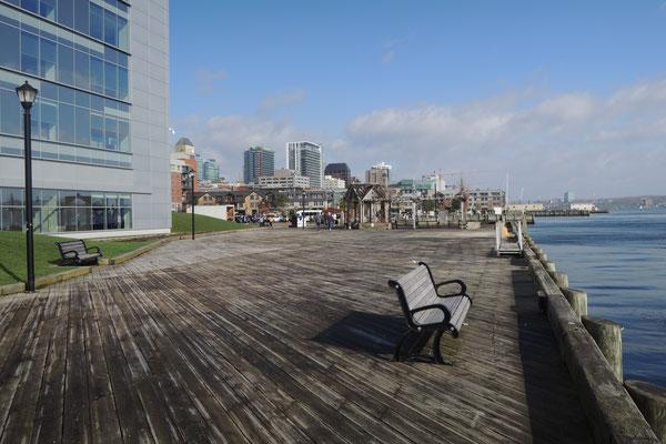 Flaniermeile an der Waterfront in Halifax