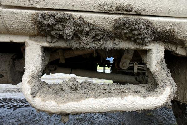 Wie Beton klebt der Dreck am Auto!