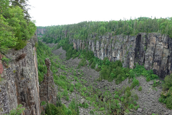 Der tiefe Ouimet-Canyon