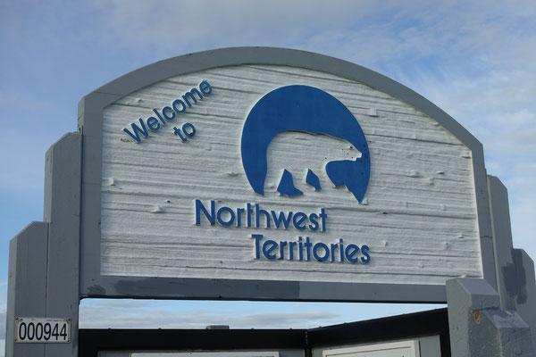 Wir überqueren die Grenze von Yukon nach Northwest Territories