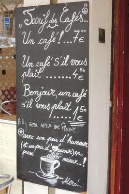 Mit einem breiten Lachen bestellen wir einen Café ;-)