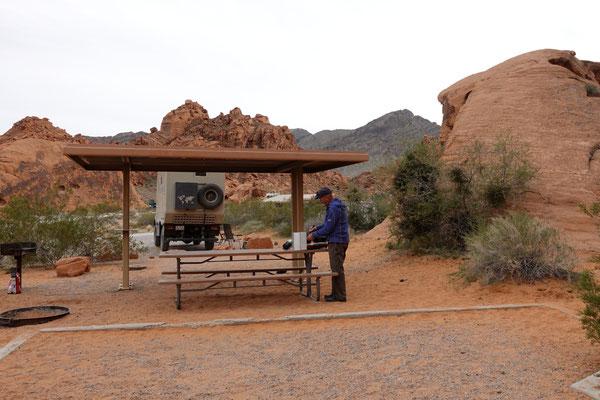 Auf dem schönen Campingplatz zwischen roten Steinen