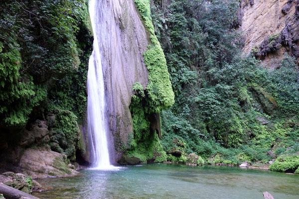 ...zum Wasserfall