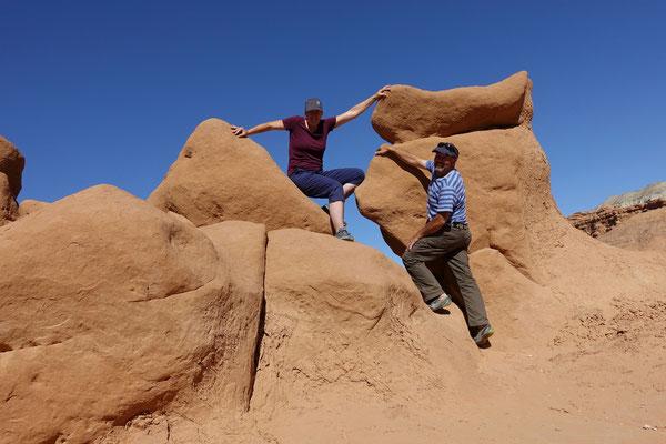 Zwei Kobolde tummeln sich zwischen den Felsen ;-)