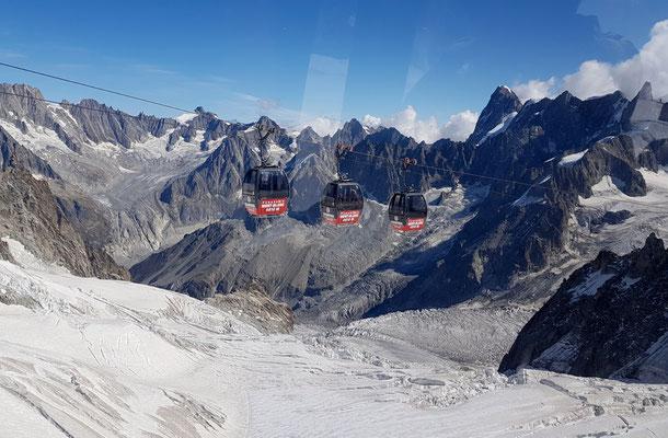 Per Gondeli überqueren wir den Glacier du Géant