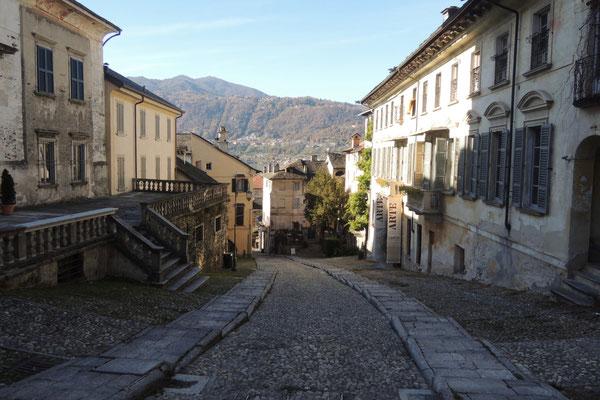 Frühmorgens im Städtchen San Giulio